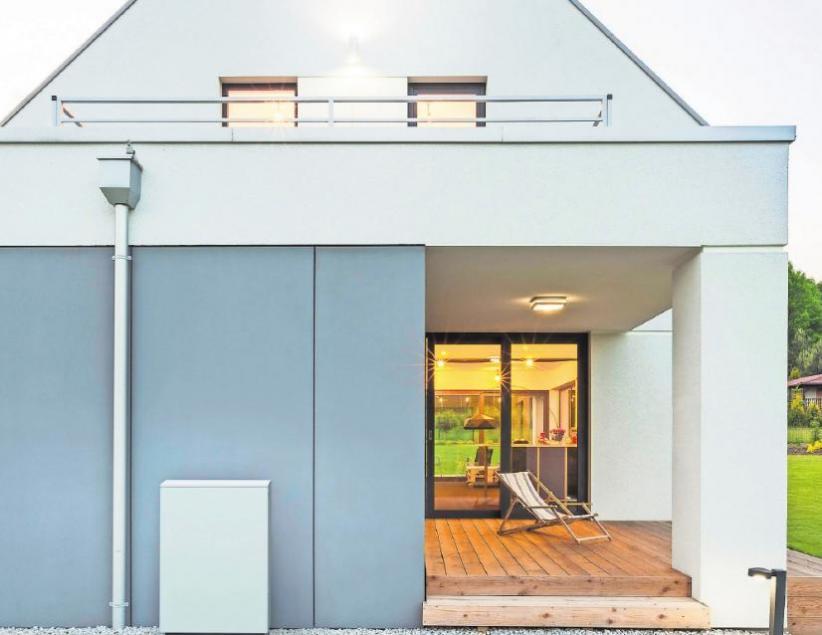 Es gibt heute kompakte Wärmepumpen-Außengeräte, deren Verkleidung sich farblich an die Hausfassade anpassen lässt. Fotos: djd/Glen Dimplex Thermal Solutions (GDTS)