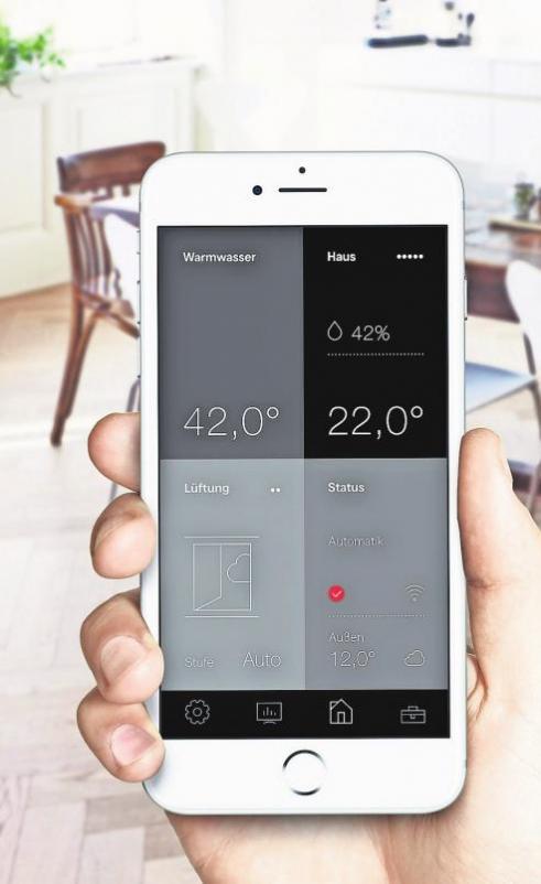 Praktisch: Die Wärmepumpensteuerung über eine App auf dem Smartphone macht die Überwachung von unterwegs aus möglich.